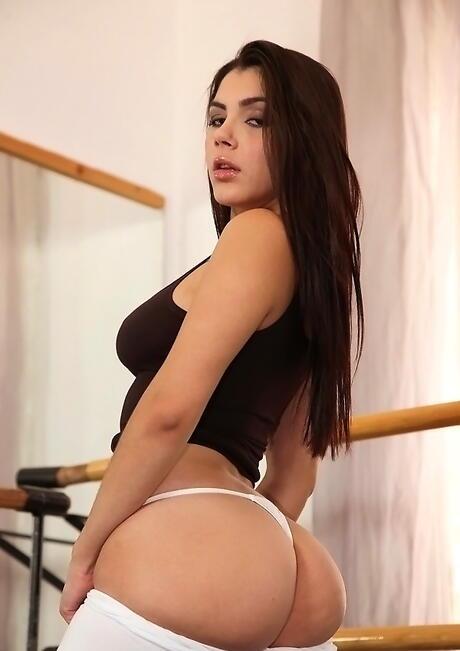 Big Ass Brunette Pics
