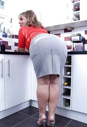 Big Housewife Ass Pics